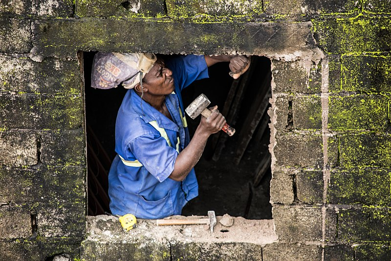 800px-Cameroon_male_mason_at_work
