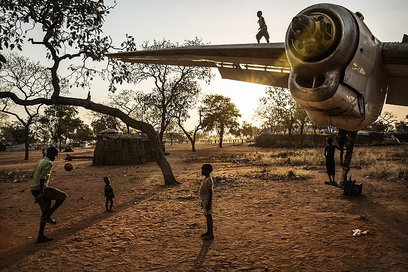 800px-Playing_in_the_Nuba_mountains