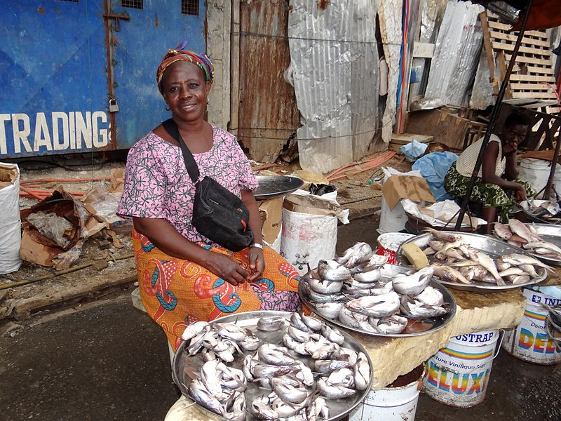 Fishes_market_in_Abidjan_7