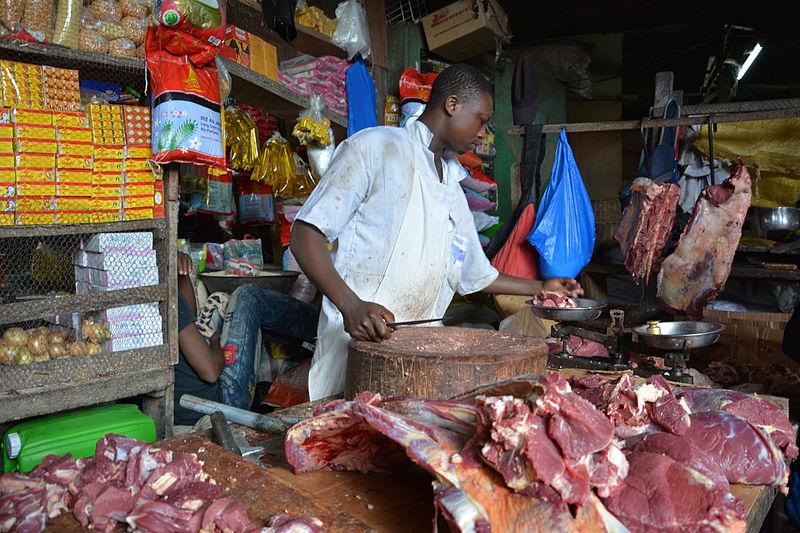 Le_boucher_au_marché_de_Koumassi